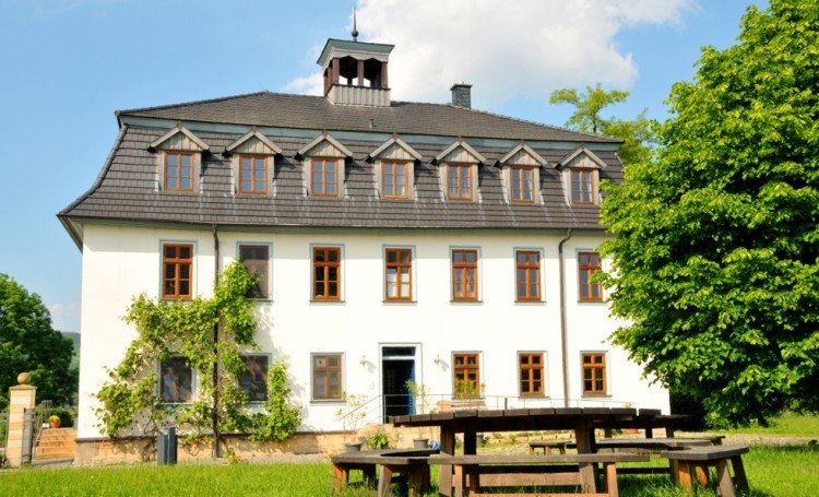 Biohotel Stiftsgut Wilhelmsglücksbrunn mit Biorestaurant und Ferienwohnungen