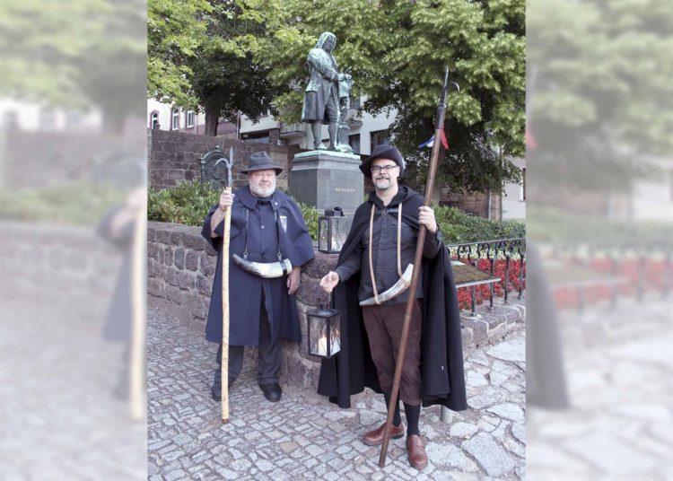 Die Nachtwächter Bernd Schubert und Michael Kellner (v.l.)   Bildquelle: © Torsten Daut / Sommergewinnszunft Eisenach e.V.