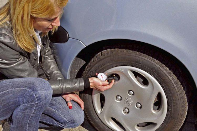 Reifendruck regelmäßig prüfen: Das spart Geld und erhöht die Sicherheit. | Bildquelle: © Kröner/GTÜ