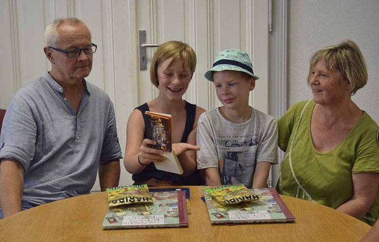 v.l.: Jochen Wolf, Lina Marie Ilgen, Erik Findeisen, Angela Senf | Bildquelle: © Stadt Eisenach
