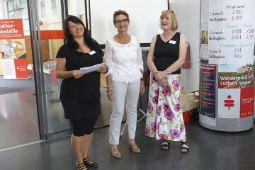 Dr. Anne Röthig von der Ziola GmbH, Iris Theer (Teamleiterin Jobcenter Eisenach) und Susanne Zenkert (Geschäftsführerin Jobcenter Wartburgkreis) (v. li.) sind überzeugt davon, dass ein Mini-Job ausbaufähig ist. | Bildquelle: © Martindi GmbH