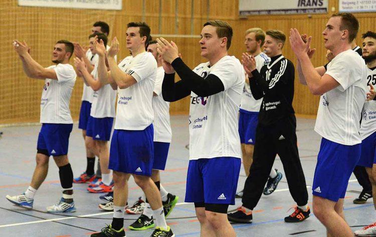 Das ThSV-Team bedankte sich nach dem Abpfiff bei den mitgereisten Fans   Bildquelle: © Frank Arnold • sportfotoseisenach / ThSV Eisenach