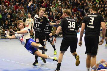 Justin Mürköster beim Torwurf in der BallsportArena   Bildquelle: © Frank Arnold • sportfotoseisenach / ThSV Eisenach