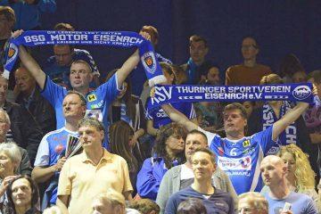 Die blau-weißen Fans stehen hinter ihrer Mannschaft | Bildquelle: © Frank Arnold • sportfotoseisenach / ThSV Eisenach