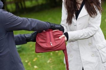 Schwer verletzt bei Handtaschenraub