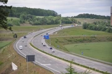 Lange Sperrung der A 4 nach Unfall mit drei Fahrzeugen