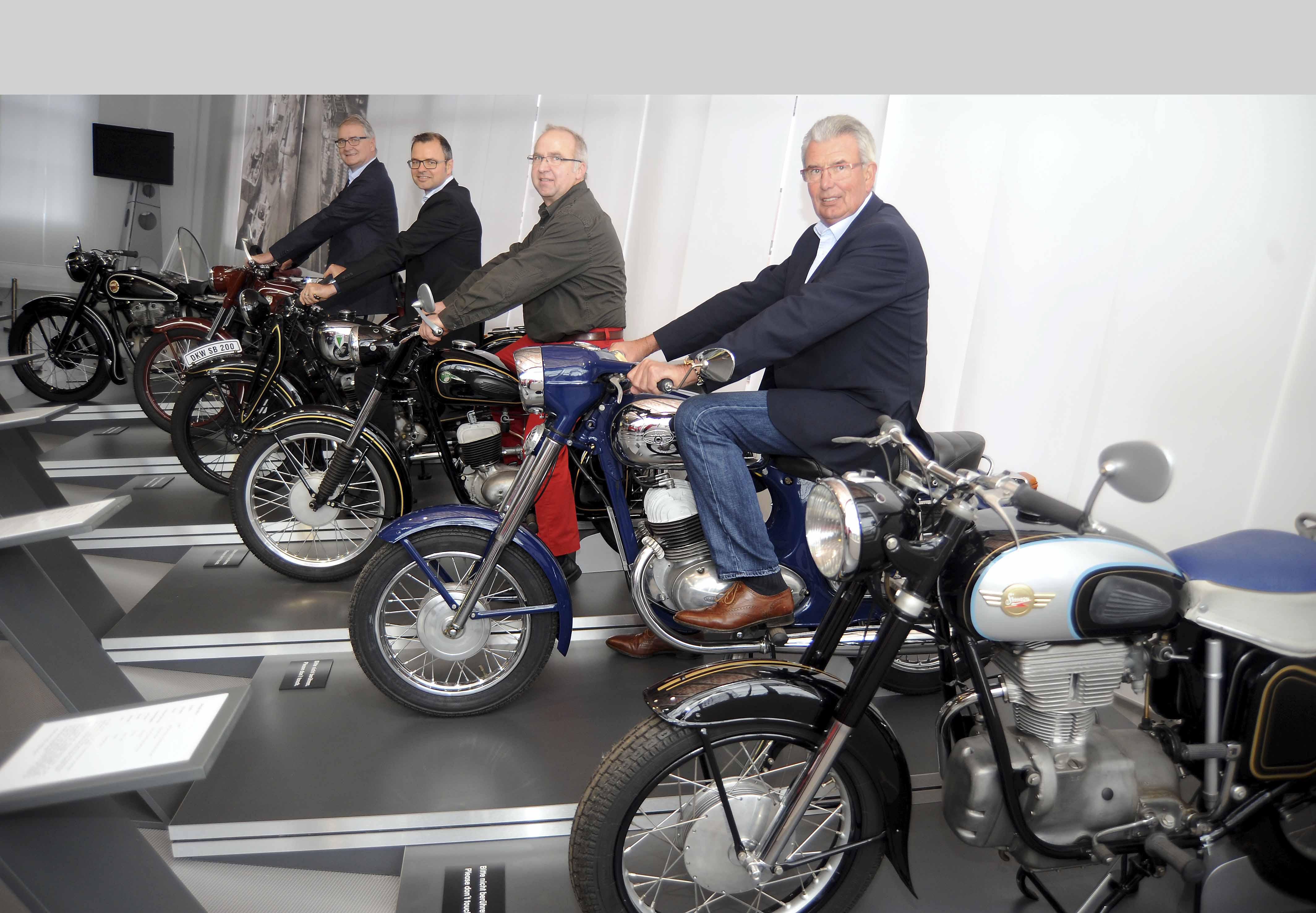 Musées de la moto etc. - Page 3 AWE