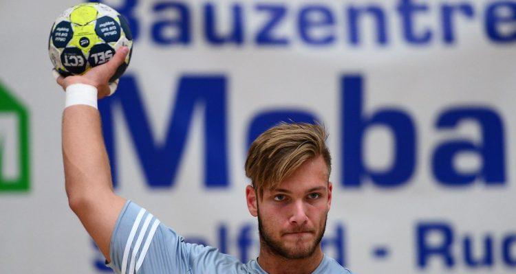 Kreisspieler Justin Mürköster, hier beim Testspiel am Wochenende gegen den HSV Bad Blankenburg, ist von TuSEM Essemn zum ThSV Eisenach gekommen   Bildquelle: sportfotoeisenach