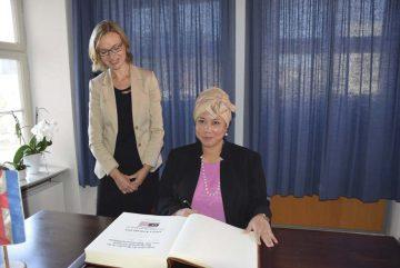 (von links): Oberbürgermeisterin Katja Wolf und Adina Kamaru (Generalkonsulin Malaysia) | Bildquelle: © Stadt Eisenach