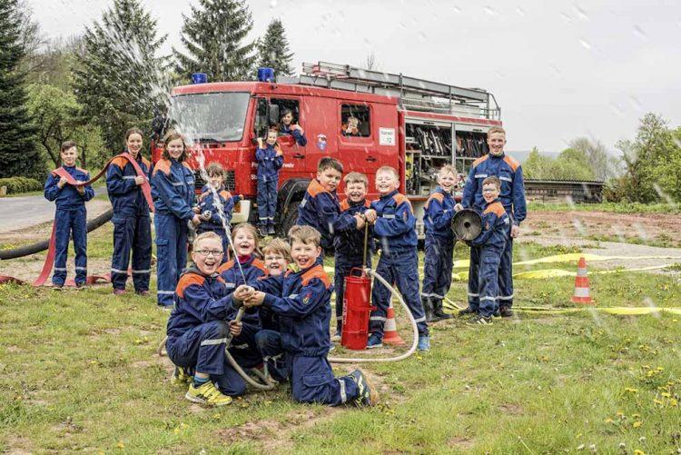 Jugendfeuerwehr der Feuerwehr Treffurt bei der Ausbildung.   Bildquelle: © Tobias Kromke • www.flashlight-tk.de / Wartburg-Sparkasse