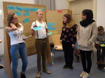 Die Neuntklässler bei der Ausbildung zu Mediatoren.   Bildquelle: © Freie Waldorfschule Eisenach/Wartburgkreis e.V.