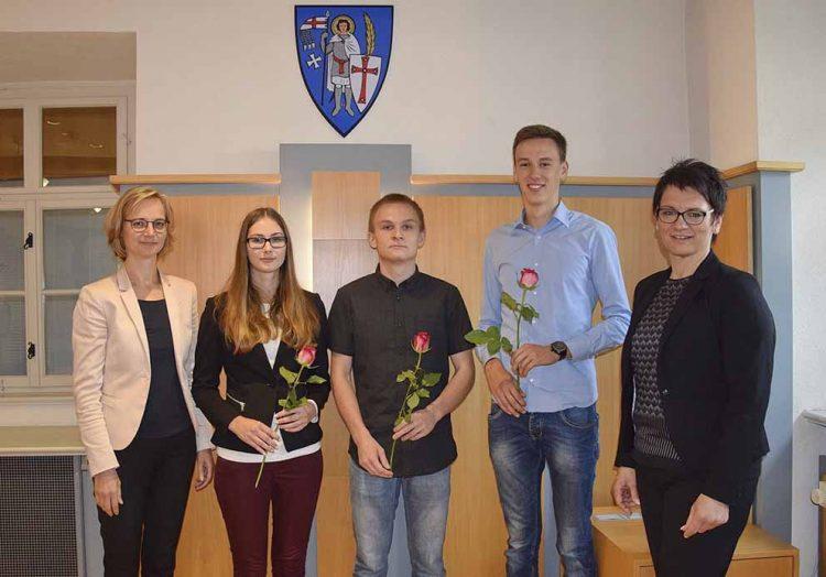 v.l.: OB Katja Wolf, Sarah Gölitz, Sören Tikwe, Christoph Aßmann und Ausbildungsleiterin Diana Eke-Fiebig | Bildquelle: © Stadt Eisenach