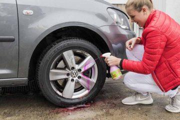 Die GTÜ und die Auto Zeitung wollten anhand eines Tests von 12 handelsüblichen Produkten zwischen 8 und 20 Euro wissen, ob sich die Behandlung mit einem Felgenreiniger tatsächlich lohnt und sich damit wieder ein hohes Niveau der Felgenoptik einstellt. | Bildquelle: © Kröner/GTÜ