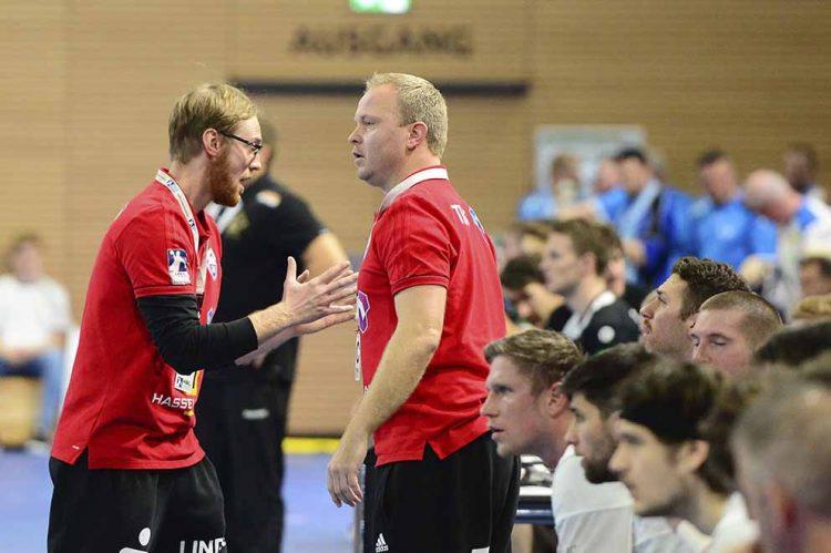 Schwere Zeiten für Manager Karsten Wöhler (re.) und Trainer Christoph Jauernik.   Bildquelle: © Frank Arnold • sportfotoseisenach / ThSV Eisenach