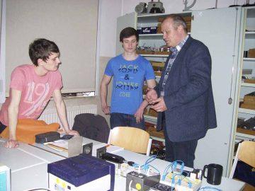 Im Physik-Kabinett wird stets viel experimentiert   Bildquelle: © Th. Levknecht