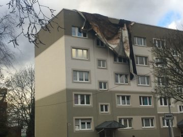 Abgedecktes Dach in der Stedtfelder Straße | Bildquelle: © EisenachOnline