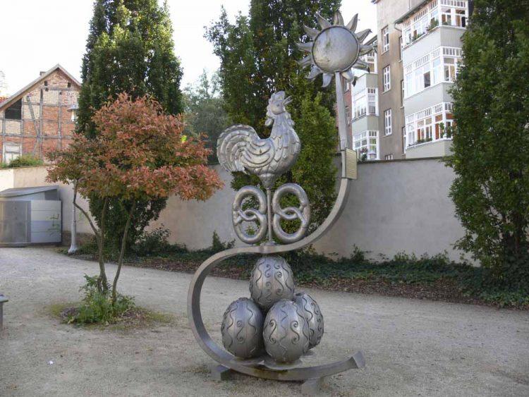Das Sommergewinnsdenkmal vor der Stadtbibliothek | Bildquelle: © Torsten Daut