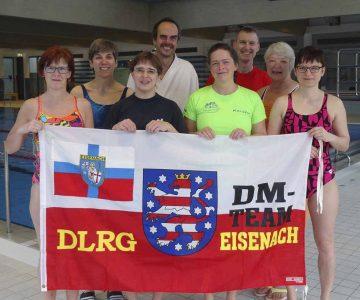 Gruppenbild der Eisenacher Rettungsschwimm-Wettkampfmannschaft. | Bildquelle: © DLRG Ortsgruppe Eisenach e.V.