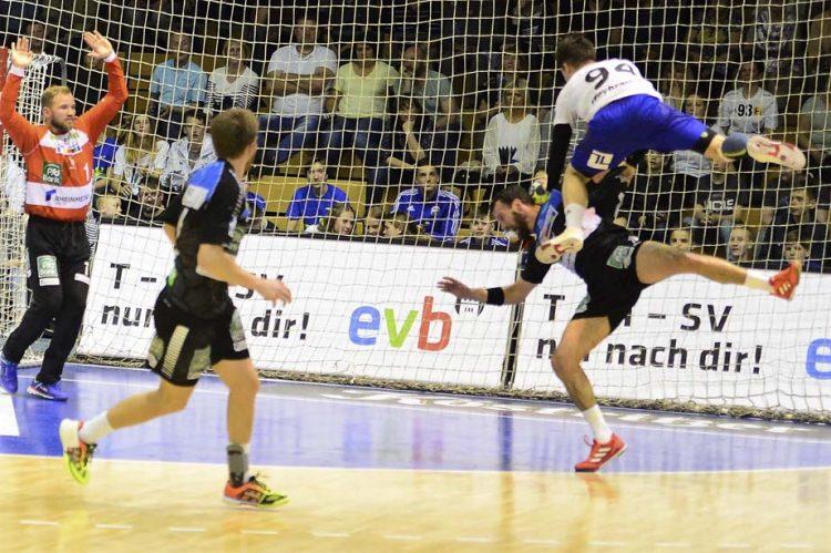 Willy Weyhrauch unsanft gebremt, aber obenauf | Bildquelle: © Frank Arnold • sportfotoseisenach / ThSV Eisenach
