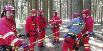 DLRG Lehrgangsteilnehmer bei der Strömungsretterausbildung in Benneckenstein.   Bildquelle: © DLRG