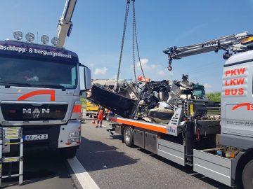 Schwerer LKW-Unfall auf A4 bei Wommen