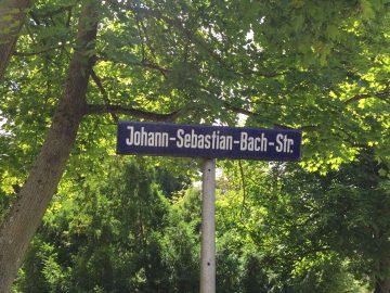 Die Johann- Sebastian- Bach- Straße wurde heute nach einem Jahr wieder für den Verkehr freigegeben | Bildquelle: Jessica Büchner