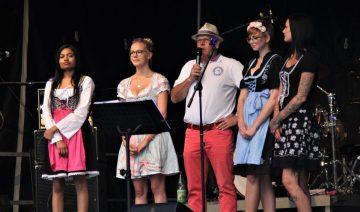 | Bildquelle: Die vier Teilnehmerinnen Kiran Dhaliwal, Lisa- Marie Kiesner, Wilhelmine Gärtner und Stephanie Ritschel (von links) zusammen mit Brauereichef Lutz Hoch.