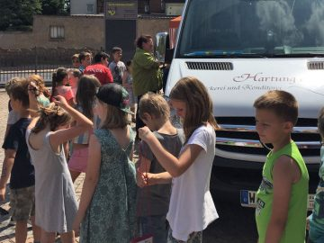 | Bildquelle: Besonders der Eiswagen fand großen Anklang bei den Kindern.