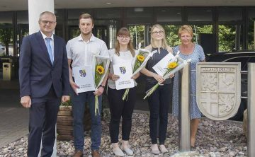 Udo Schilling, Kevin Grob, Anne Dietzel, Sina Römhild, Christina Heinz (Ausbildungsleiterin) | Bildquelle: © Vanessa Lochner / Landratsamt Wartburgkreis