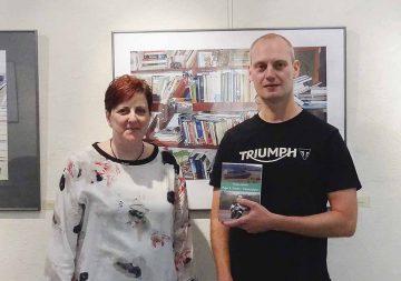 Peggy Schmidt und der Autor Steffen Schulze in der Stadt- und Kreisbibliothek Bad Salzungen. | Bildquelle: © Steffen Schulze