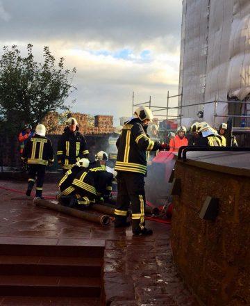 | Bildquelle: Die Feuerwehren Eisenachs rückten zur Katastrophenschutzübung auf die Wartburg aus.