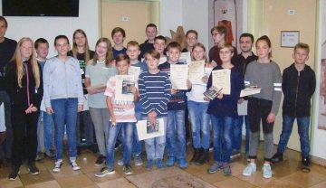 In bester Laune: die besten Mathe-Schüler des Elissabeth-Gymnasiums Eisenach | Bildquelle: © Th. Levknecht