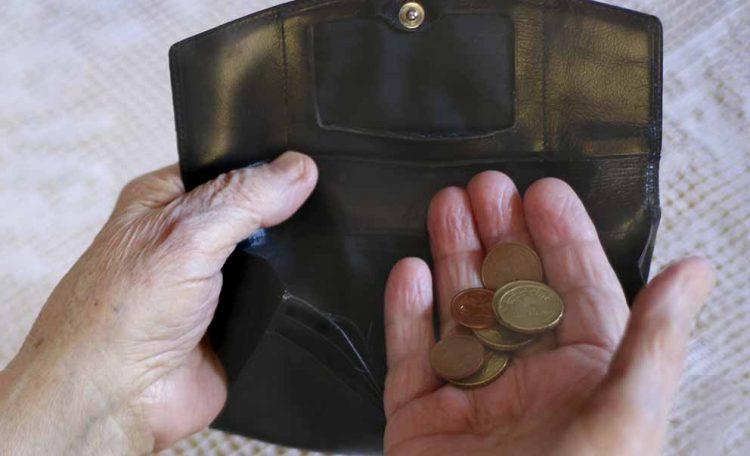 Flaute im Portemonnaie: Vielen Beschäftigten im Thüringer Gastgewerbe bleibt am Monatsende nicht viel übrig. Geht es nach der Gewerkschaft NGG, sollen ihre Löhne bald kräftig steigen. | Bildquelle: © NGG