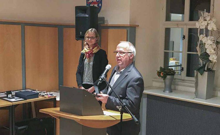 OB Katja Wolf und Wolfram Böhnhardt im Rathaus | Bildquelle: © Matthias Doht (AWE-Stiftung)