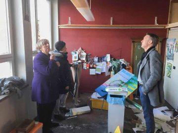 Walk besucht zerstörte Theaterwerkstätten