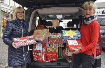 Opelaner übergaben 30 Weihnachtspäckchen