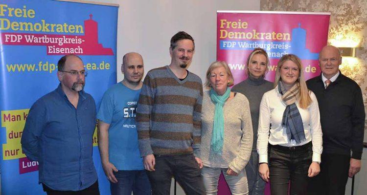 V.l.n.r.: Stefan Blankenburg (Platz 4), Michael Fichtner (Platz 7), Dr. Kord-Henning Uber (Platz 1), Gisela Rexrodt (Platz 2), Christiane Herling (Platz 5), Inès Röhle (Platz 3), Tilman A. Kienle (Platz 9). | Bildquelle: © Sebastian Bethge / FDP Wartburgkreis-Eisenach