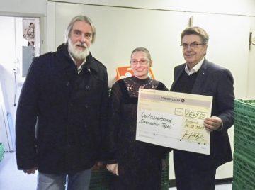 1.649 Euro-Spende für die Eisenacher Tafel aus Dinner for one-Eintritten