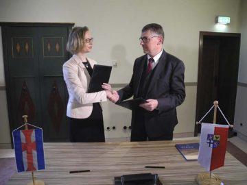Oberbürgermeisterin und Landrat unterzeichnen Zukunftsvertrag auf der Wartburg