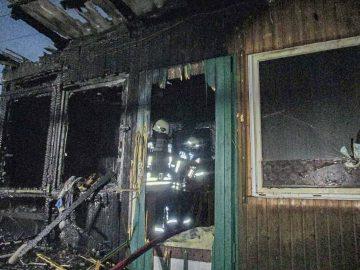 Eisenacher Feuerwehren löschten brennende Gartenlaube