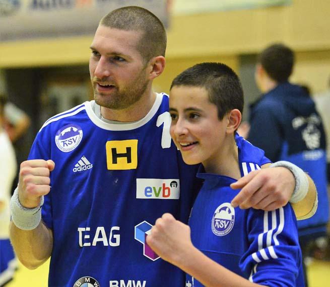 Marcel Schliedermann war stets für de Fans aller Altersgruppen da | Bildquelle: © Frank Arnold • sportfotoseisenach / ThSV Eisenach