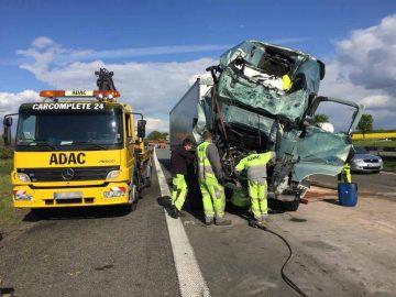 Zwei Schwerverletzte bei Lkw-Unfall auf A4 [Update II]