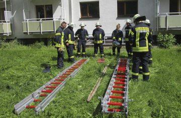 Ausbildung: Freiwilliger Feuerwehren trainierten einen ganzen Tag in einem leerem Wohnblock