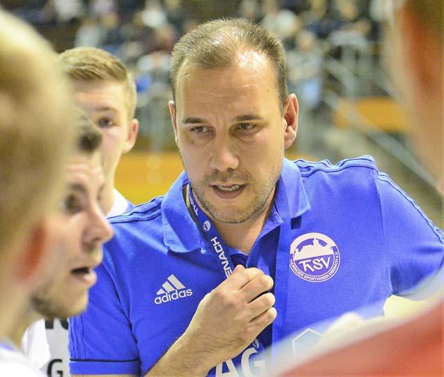 Matthias Meinl, hier während einer Auszeit, fungierte nur eine Saisin als Coach des ThSV II | Bildquelle: © Frank Arnold • sportfotoseisenach / ThSV Eisenach