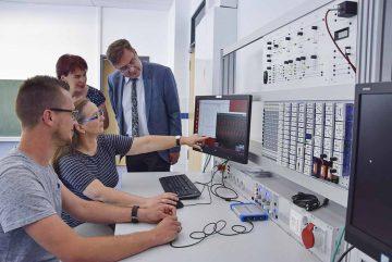 Neu ausgestattetes Elektro-Fachkabinett der Berufsschule eröffnet