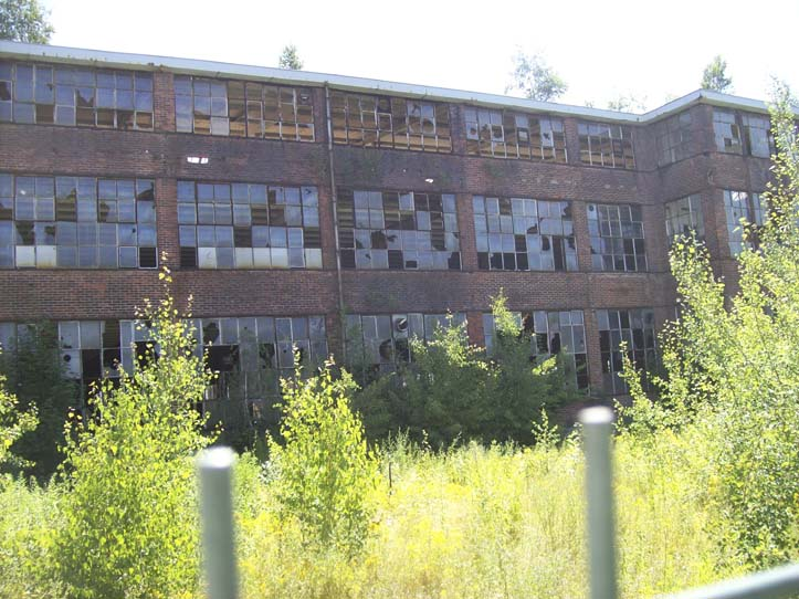 Das ehemalige O 1 des Automobilwerkes. In dieser Industriebrache sollen Berufsschule und Sporthalle entstehen.   Bildquelle: © Th. Levknecht