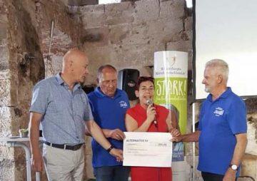 Müller überreicht Förderscheck für Schlossverein Barchfeld