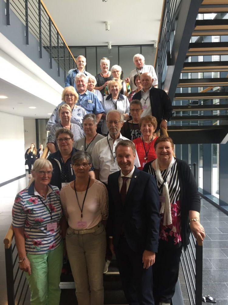 Bildquelle: Raymond Walk Die Landfrauen aus Förtha und Umgebung, Seniorenbeiräte und Polizisten werden ihren Besuch im Landtag so schnell nicht vergessen.