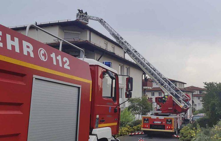 Bildquelle: © Stadt Eisenach Feuerwehr kontrolliert Dach nach Blitzeinschlag