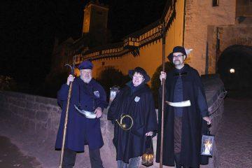 Bildquelle: © Torsten Daut / Sommergewinnszunft Eisenach e.V. Die Nachtwächter Bernd Schubert mit Frau Bettina und Michael Kellner